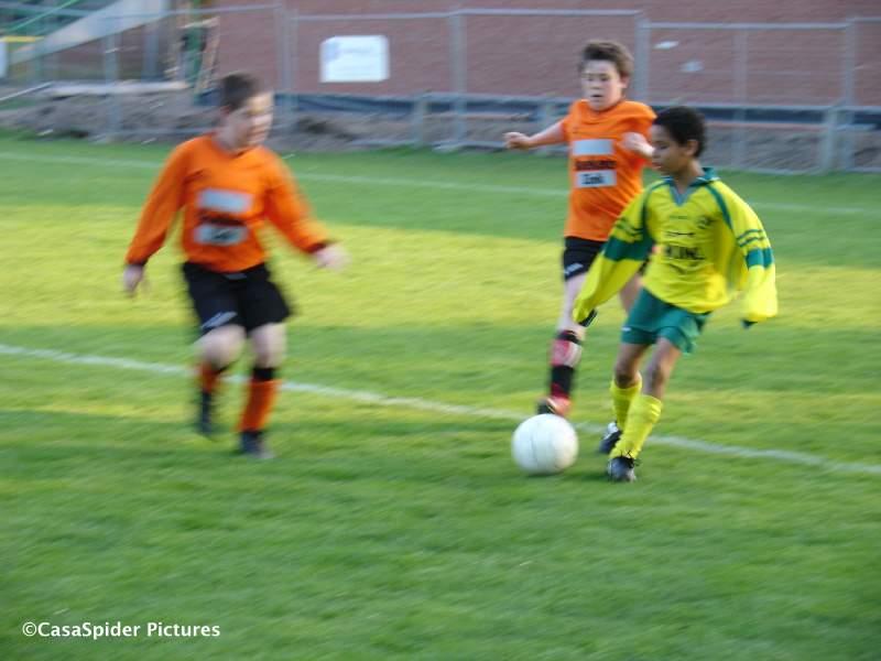 24.04.2009: Derde klasse D317, Rijen D4 - Chaam D3 4-0. Luchiano (11) speelt twee tegenstanders uit. Klik voor groter.