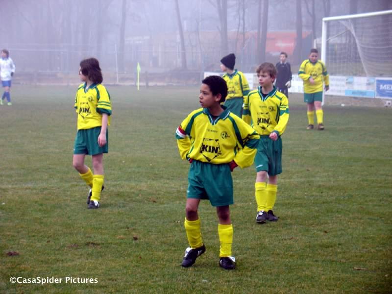 07.03.2009: Luchiano (11) kijkt ietwat bozig terwijl het nog 0-0 staat tussen Rijen D4 en The Gunners D2. Klik voor groter.