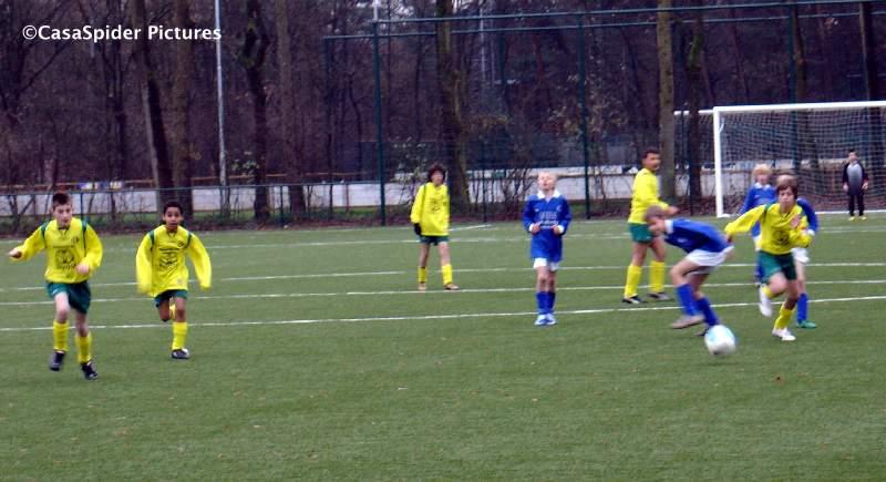 05.12.2009: Rijen D4 behaalt een zwaarbevochten 2-2 gelijkspel tegen VVR Rijsbergen D3, een taaie tegenstander. Klik voor groter.
