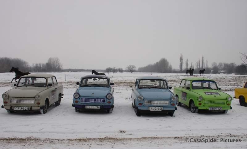 19.12.2009 (zaterdag): SQL Integrator rijdt in Trabantjes over de Pusta nabij Kecskemét. Klik voor groter.