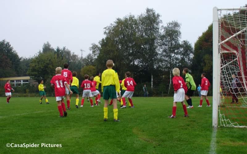 19.09.2009: Rijen D4 gaat met 5-2 ten onder tegen Ulicoten D4, hier zijn we nog in de aanval. Klik voor groter.