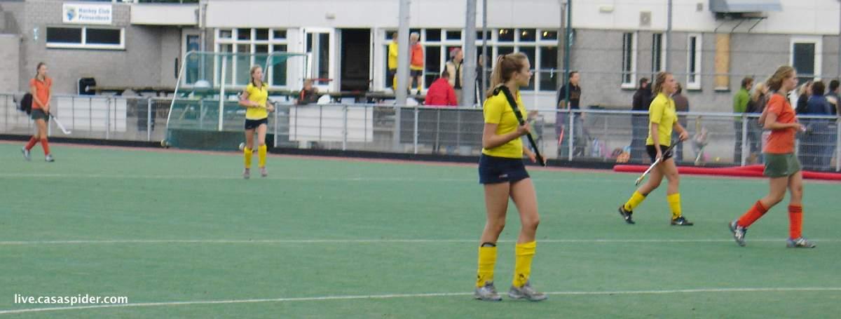 16.10.2010 Beek Vooruit C4 - Rijen C4 6-1; de wedstrijd was ondanks het ontbreken van spanning niet slecht. In de donkere kamer lijken de foto's verwisseld te zijn. Klik voor groter.