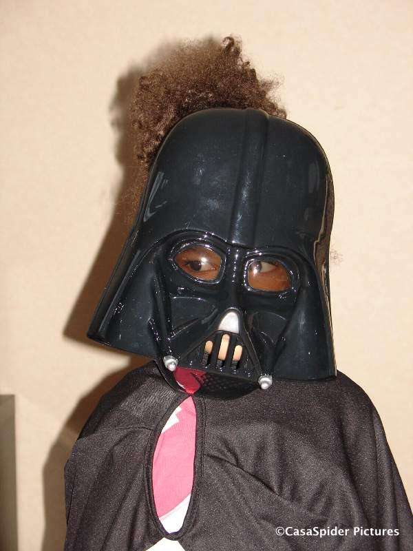 06.02.2010: Bij Bart Smit in Breda kopen we een Darth Vader pak voor onze Darth Diana (3). Klik voor groter.