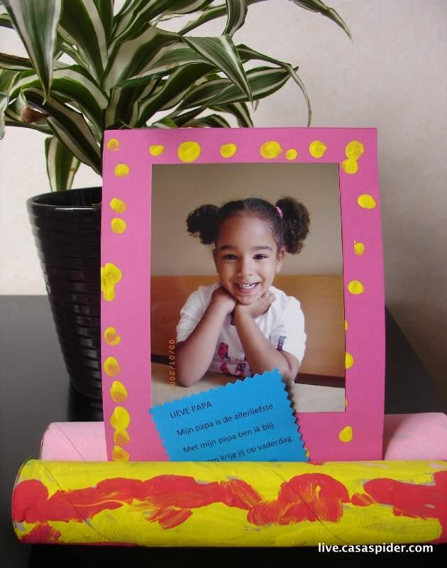 20.06.2010: Diana (4) verrast mij met een leuk Vaderdagkado, gemaakt op haar speelschool Harlekijn. Klik voor groter.