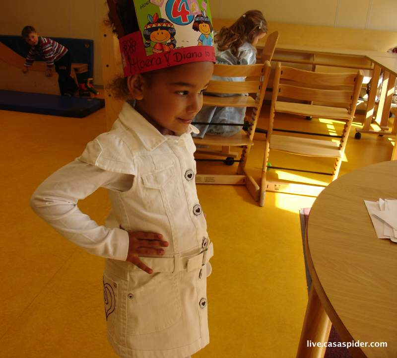17.05.2010: Diana (4) viert haar vierde verjaardag (05.05) in speelschool Harlekijn. Klik voor groter.