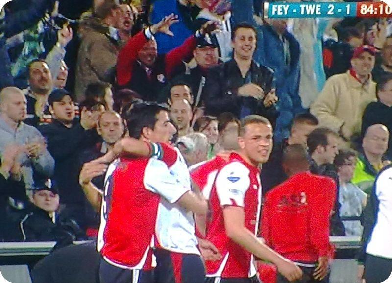 24.03.2010: Feyenoord verslaat in een zinderende wedstrijd FC Twente in de halve finale van de KNVB-beker met 2-1. Klik voor groter.