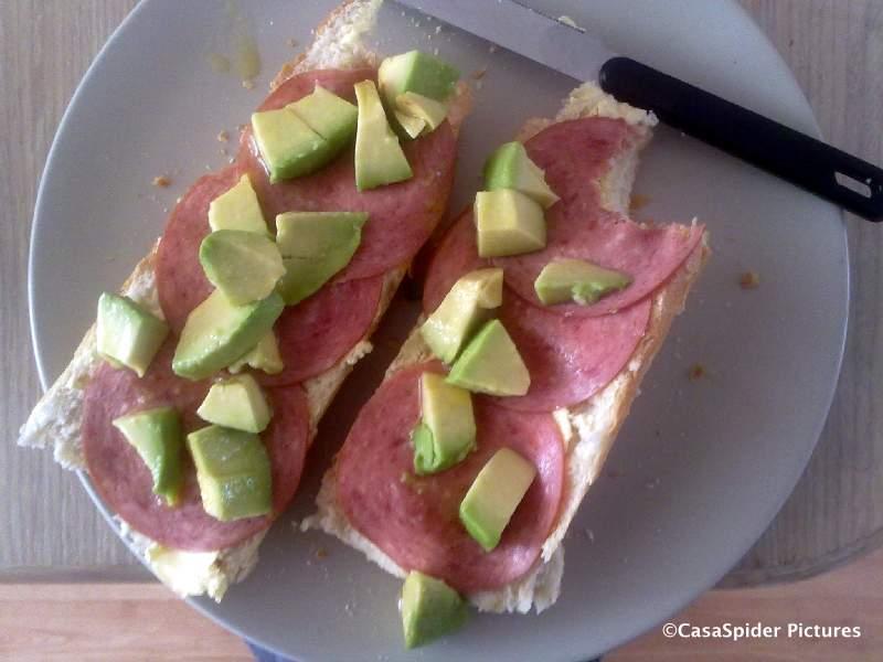 28.03.2010: Op zondagochtend nuttigt CasaSpider een Dominicaans ontbijt: Friki Taki. Klik voor groter.