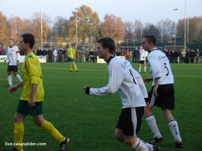 21.11.2010: De Derby tussen Gilze en Rijen wordt verdiend met 3-1 door de Gilzenaren gewonnen. Klik voor groter.