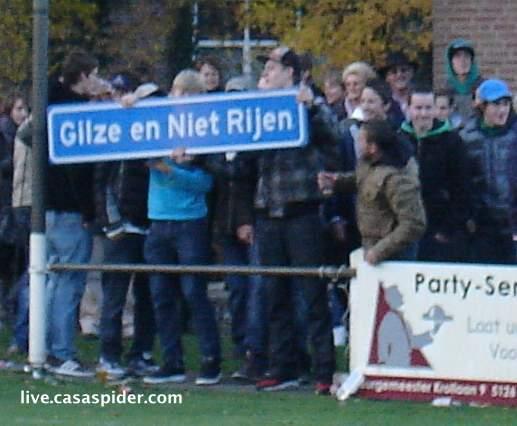 20.11.2010: We gaan naar de voetbalderby Gilze-Rijen 3-1 en zien dit spandoek. Klik voor groter.