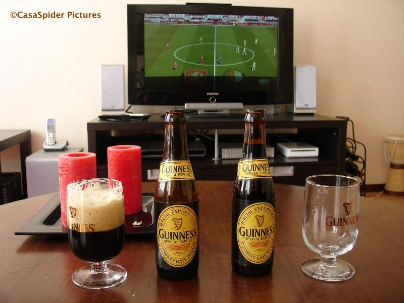 18.04.2010: Guiness, zon en het schakelprogramma van Eredivisie Live. Klik voor groter.