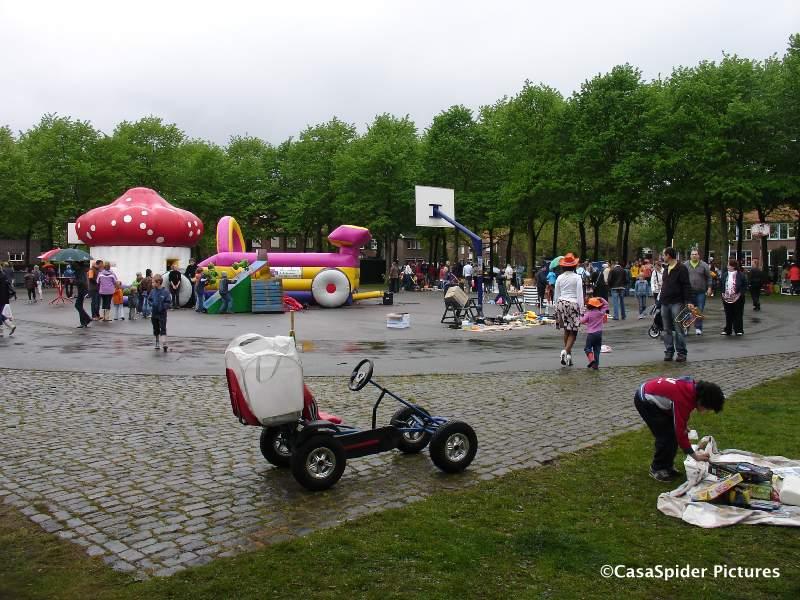30.04.2010: Het Burgemeester Sweensplein te Rijen is The Place To Be tijdens evenementen, zoals ook op Koninginnedag. Klik voor groter.