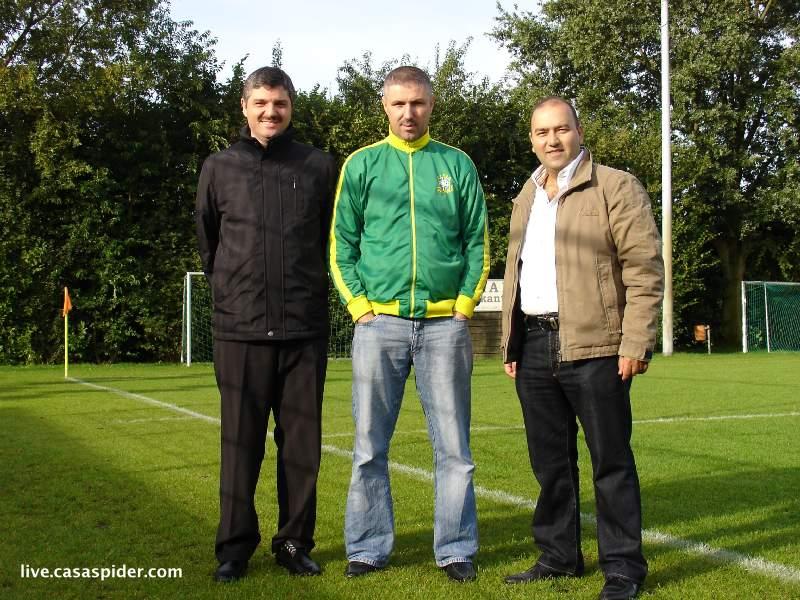 11.09.2010: Moerse Boys C3 - Rijen C4 5-3; Osman, Yusuf en Meram zien het nog helemaal zitten. Klik voor groter.