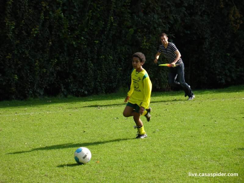 11.09.2010: Moerse Boys C3 - Rijen C4 5-3; Wat kan die grensrechter scheef staan. Klik voor groter.