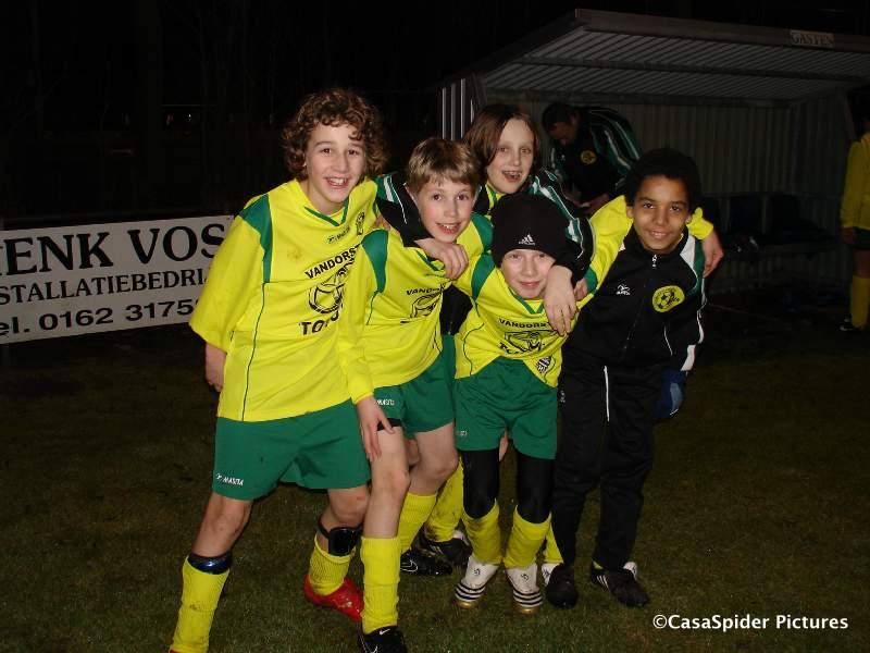 25.02.2010: Rijen D4 gaat voor de beker met 10-1 ten onder tegen ONI D2, het humeur van onze jongens heeft er niet onder te lijden. Klik voor groter.