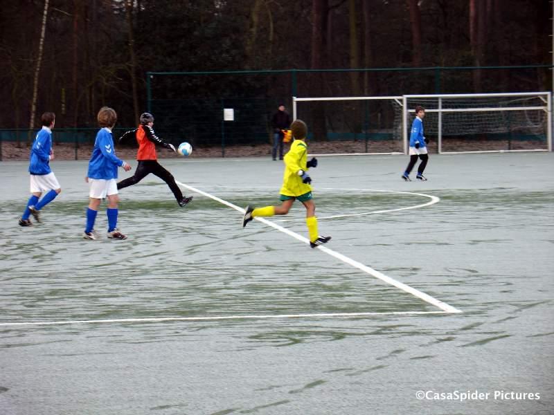 20.02.2010: Bij nul graden met een laag rijp op het veld verslaat Rijen D4 Neerlandia'31 d2 met 7-2. Klik voor groter.