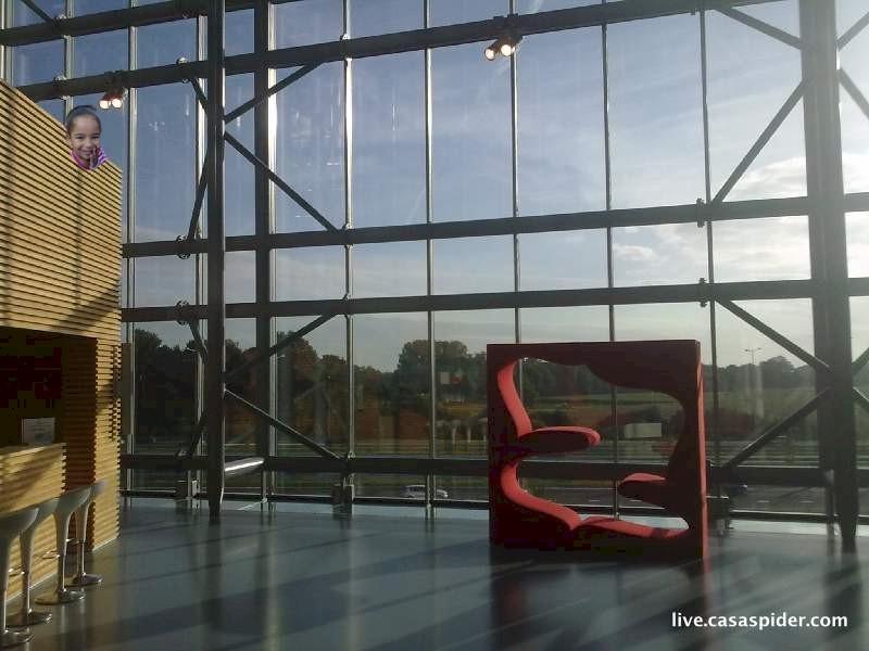 25.08.2010: Het Atrium op de tweede verdieping van het SAP gebouw in Den Bosch, met een speciale bezoekster. Klik voor groter.