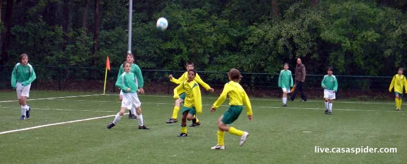 30.05.2010: Rijen D4 speelt hier tegen Baronie of Achtmaal en eindigt als derde op het D-pupillen toernooi van vv Rijen. Klik voor groter.