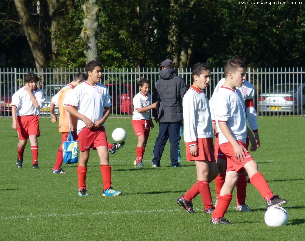 15.10.2011: De jongens van Advendo C3 kunnen niet wachten om aan de wedstrijd tegen Rijen C4 te beginnen. Klik voor groter.