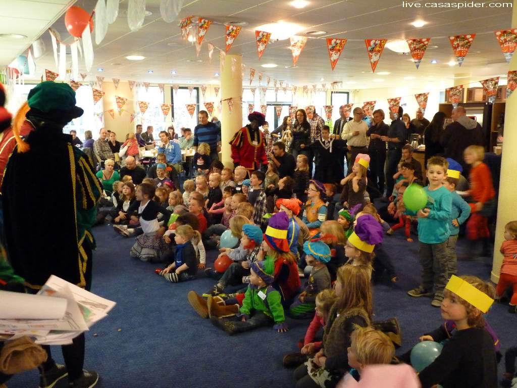 26.11.2011: Zaterdagmiddag komt Sinterklaas op bezoek in het bedrijfsrestaurant van Brabant Water in Den Bosch. Klik voor groter.