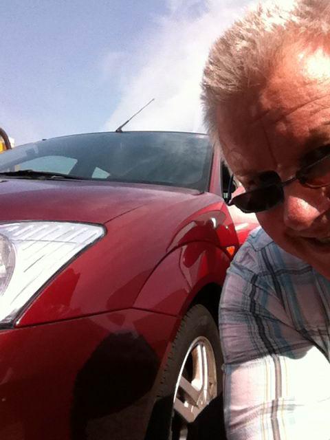 05.07.2011: Wat doet men op een vrije dag? Bier halen en de auto wassen, zo die is weer schoon. Klik voor groter.