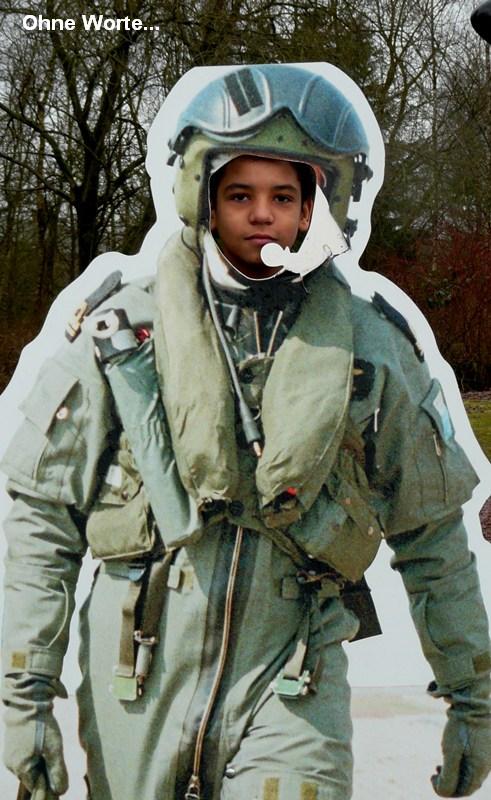 08.01.2011: CasasPa neemt Luchiano (013) mee naar Militaire Luchtvaart Museum in Soesterberg waar ook de ScanCovery Trial start. Klik voor groter.