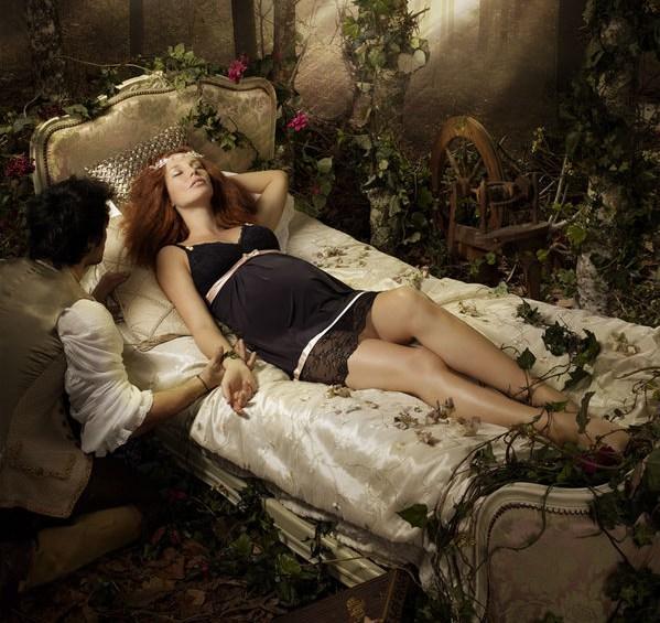 09.01.2011: Diana (4) en CasaSpider lezen sprookjes, maar Doornroosje slaat alles qua onlogica. Klik voor groter.