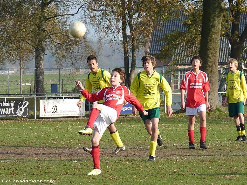 19.11.2011: Gesta C1 - Rijen C4 2-1, een mirakuleuze omhaal van een Gesta-speler. Klik voor groter.