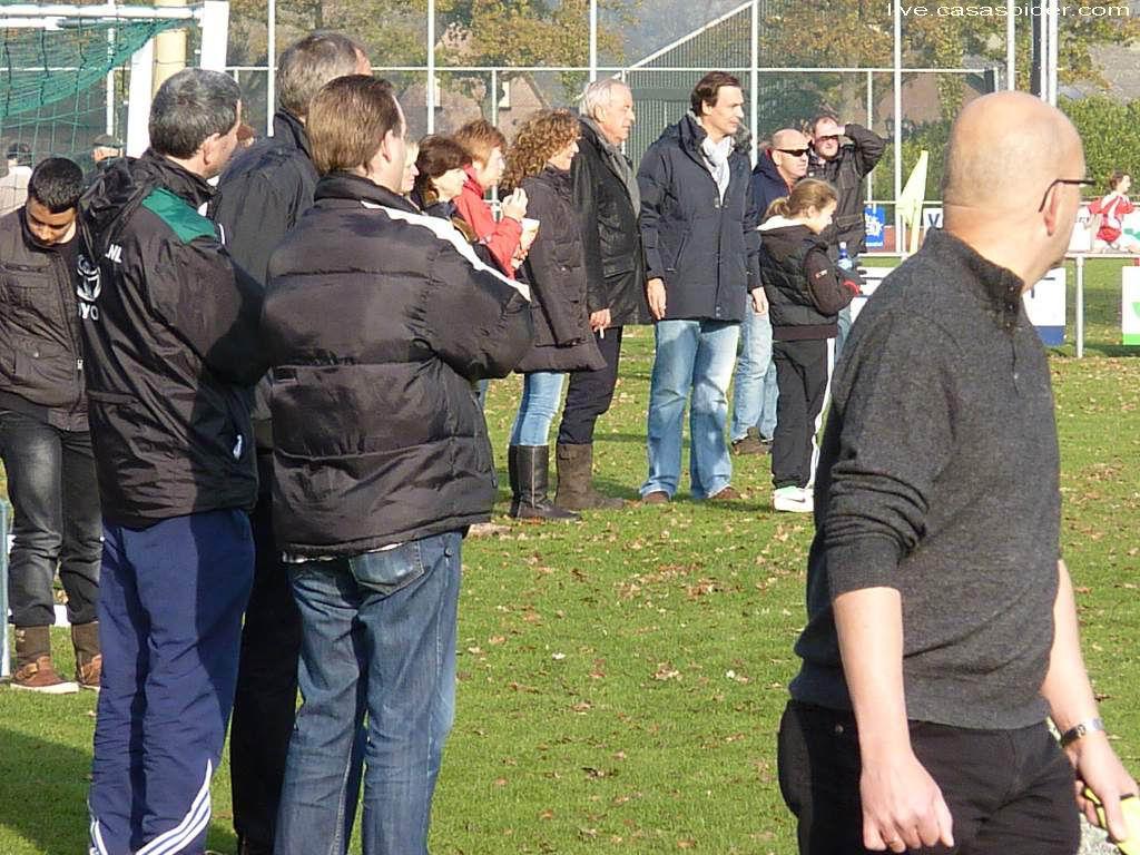 19.11.2011: Gesta C1 - Rijen C4 2-1, het publiek leeft lekker mee. Klik voor groter.