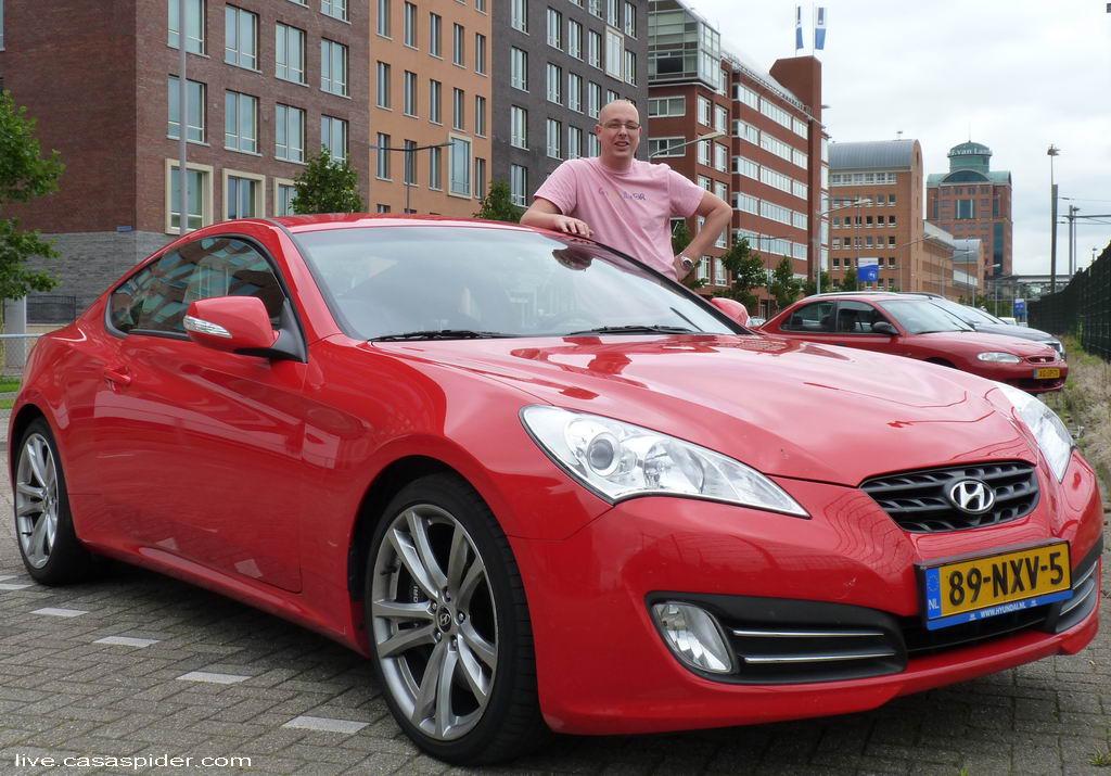 29.07.2011: Bas Becks op de parkeerplaats voor Brabant Water Den Bosch met de Hyundai Genesis Coupe 3.8 liter en 306 pk. Klik voor groter.