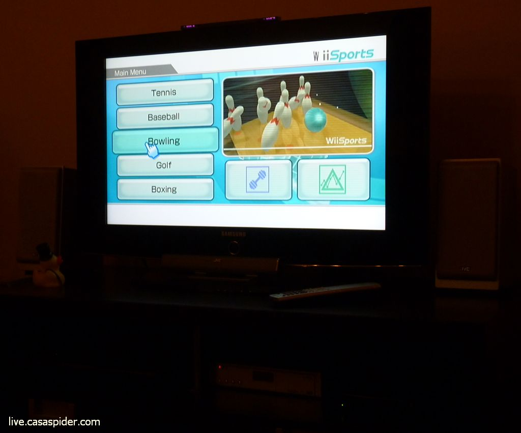 04.03.2011: De rest van de Spider-family is maar wat blij met de nieuwe, zwarte Nintendo Wii van Bol.com. Klik voor groter.