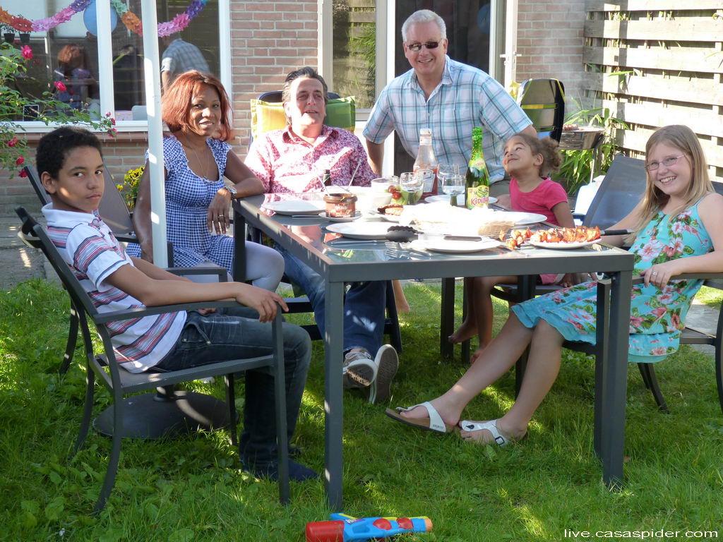 21.05.2011: Zaterdag 21 mei verrassen Diamond Piet en zijn dochter Emmie (10) de Spiders met een verjaardagsbezoek. Klik voor groter.
