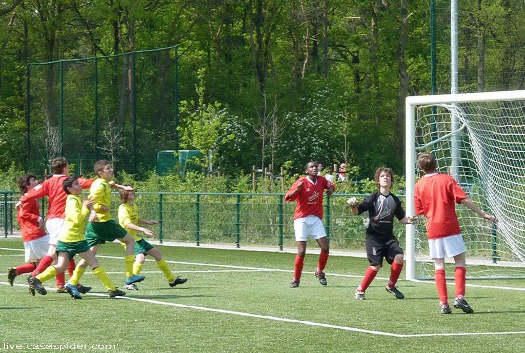 23.04.2011: Rijen C4 in de personen van Cihat, Abduallah en Ivar zwaar in de aanval op Madese Boys C3; uiteindelijk winnen we met 4-3. Klik voor groter.