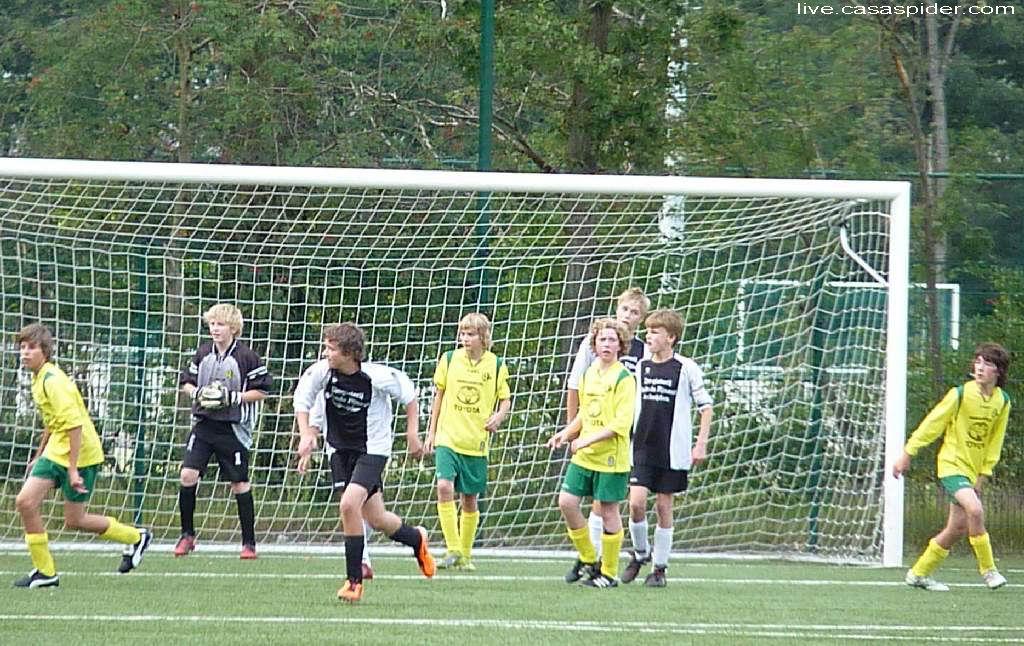 31.08.2011: De verdediging van Rijen C4 heeft het druk in het bekerduel tegen Terheijden C2 maar we winnen met 5-2. Klik voor groter.