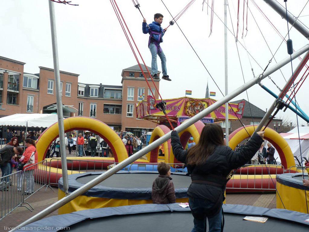 04.04.2011: Zondag voorjaarsmarkt bij winkelcentrum Laverije en omgeving in Rijen. Klik voor groter.