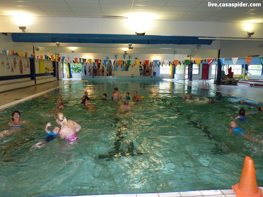 01.09.2012: CasaSpider mag met Diana (6) meezwemmen bij haar zwemles bij Laco Rijen. Klik voor groter.