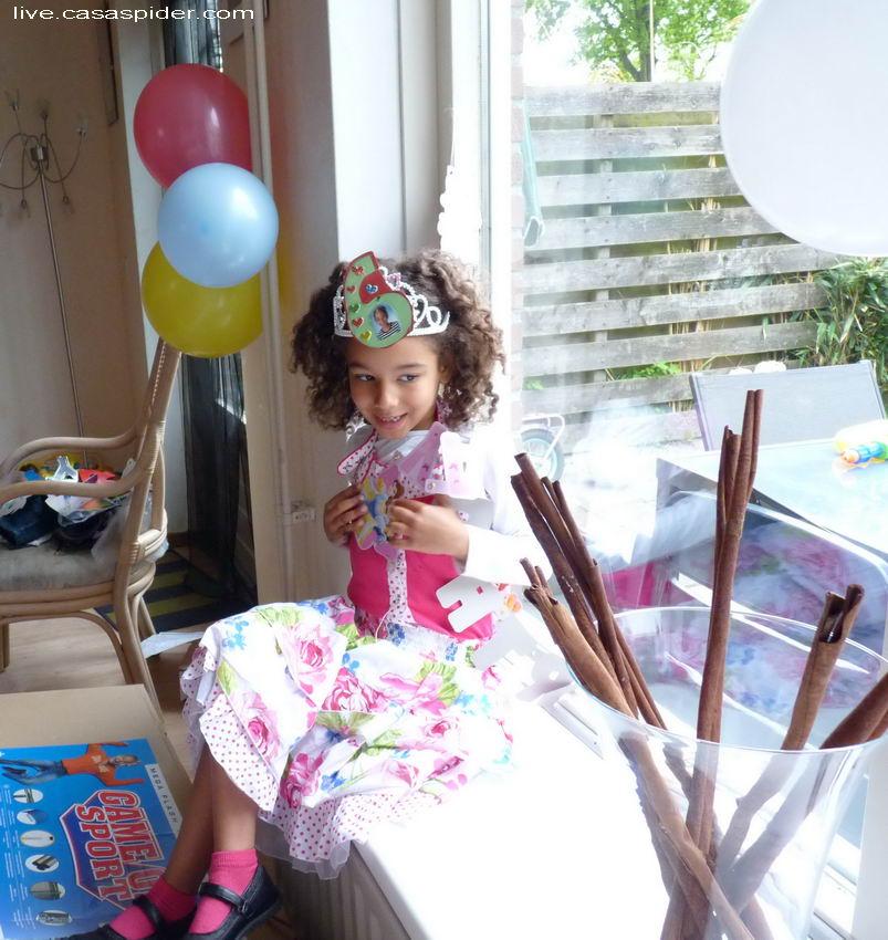05.05.2012: Diana Ilka wordt zes jaar op Bevrijdingsdag. Klik voor groter.