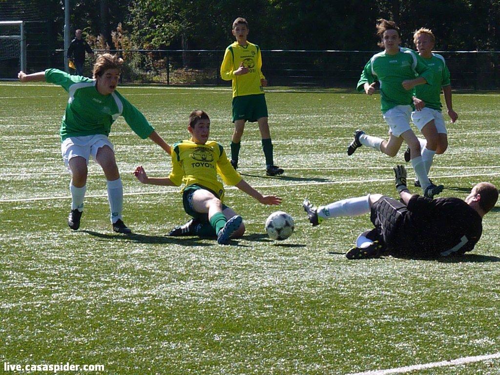 08.09.2012: Rik van Opstal is dicht bij een doelpunt voor Rijen B4 tegen Baronie B5.