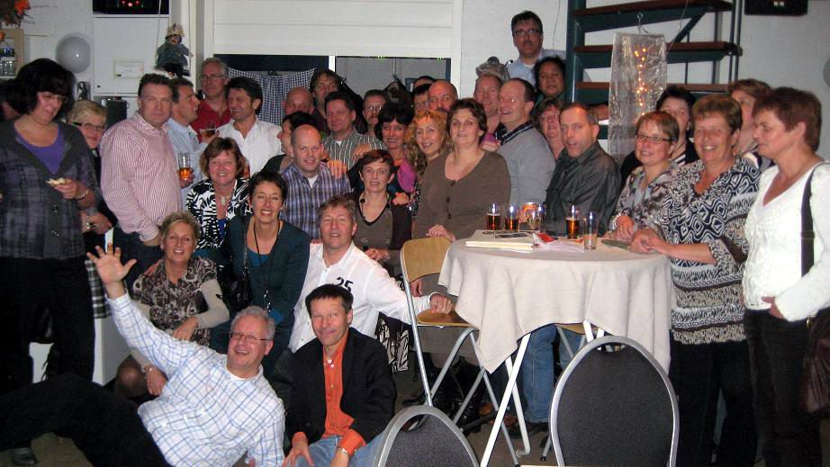 16.11.2008: Reunie Sint Janschool Valkenswaard in Speeltuin Geenhoven, de eerste klassenfoto ingezonden door Gerard van Nimwegen. Klik voor groter.