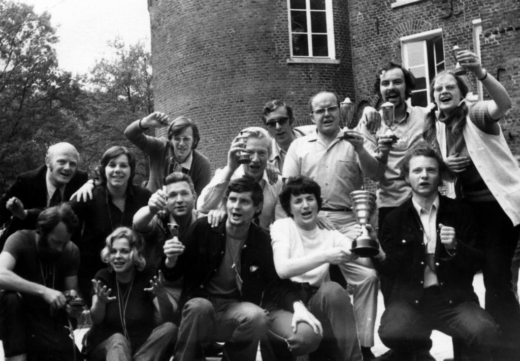 19.10.2008: Een foto van docenten van de Sint Janschool Valkenswaard, jaargang 1971 (zesde klas) ingezonden door Johan Winters. Klik voor groter.