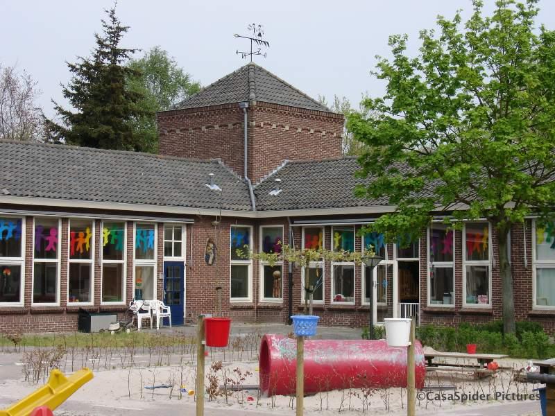 17.04.2007: De Spiders zijn twee weken op vakantie in Nederland en bezoeken de Sint Janschool te Valkenswaard. Klik voor groter.